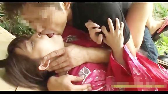 【JKレイプ動画】浴衣姿で野ションしてた美少女JKが強姦魔に襲われその場で中出しレイプ!