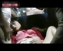 【隠し撮りレイプ動画】リアルな個人撮影映像!バス内で手慣れたチームワークで女に中出しする鬼畜野郎