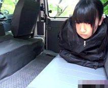 【ロリレイプ動画】ペットのようにカバンに入れられ誘拐された少女...このあと肉便器にされ悲しい結末に...