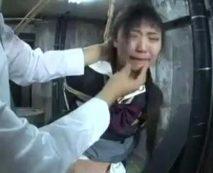 【無修正レイプ動画】ロリ顔のパイパンJKを監禁拘束し泣き叫ぶ声を楽しみながら犯しまくる!