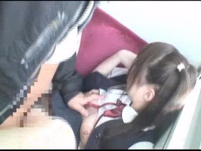 【痴漢動画】初体験は強姦魔に中出しされた過去...大人しいそうなJC少女が電車内で後ろから襲われ狙われる!