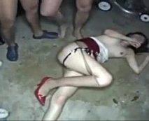 【リアルレイプ動画】恐怖で泣く事しか出来ない1人の女を集団で中出し強姦!オシッコぶっかけでトドメを刺す!