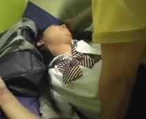 【JKレイプ動画】キモイおっさんに乗り気じゃない円光少女が無理やり犯されてて強姦同然の鬼畜プレイ!