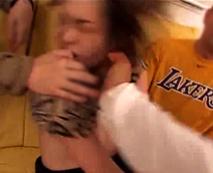 【本物レイプ動画】顔面に喰らった暴力で大人しくなった女が輪姦されるガチの集団暴行実録映像