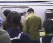 【痴漢レイプ動画】いかにも気の弱そうなJCを駅のホームから追尾し凌辱するスマホ撮影映像!