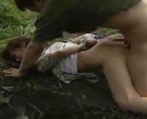【野外レイプ動画】田舎は危険!?日雇い労働者に失神させられ昏睡状態で犯されるヤバイ映像・・・
