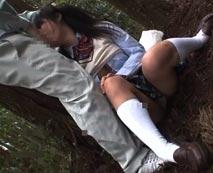 【野外レイプ動画】道を尋ねるフリしてJKを山奥へ引きずり力つきるまで犯す個人撮影をご覧ください・・・