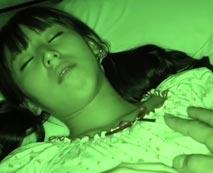 【ロリレイプ動画】発育盛りのJC妹を夜這いして近親種付けファックするキチ兄がこちら!