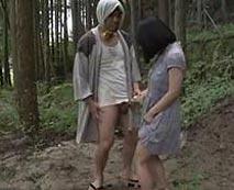 【野外レイプ動画】登山中に変質者に遭遇!手コキ&イラマチオを強要され種付けプレスまで・・・