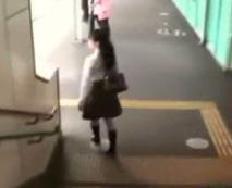 【痴漢動画】なんで私がこんな目に・・・満員電車で狙われたJCが涙を流す姿は辛い
