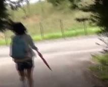 【ロリレイプ動画】逃げ回る小○生を追いかけ草むらで強姦する完全に法的にアウトな問題映像流出!