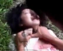【無修正レイプ動画】山奥にて発見された無残な少女の姿…輩の素行が非道すぎる