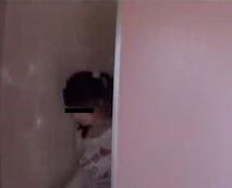 【ロリレイプ動画】女子公衆便所の個室に張り込んでいた鬼畜な変態が携帯カメラで強姦シーンを撮影し・・・