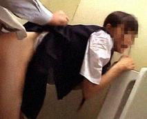 【JCレイプ動画】スカート丈の規則違反を理由に教務員室に呼び出された少女…が全ては策略された罠だった!!