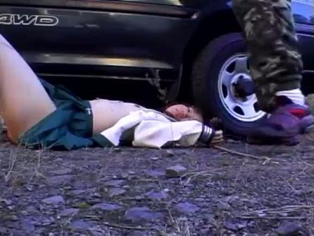 【無修正レイプ動画】※ガチ閲覧注意!制服JKを車で拉致って強姦し山中にポイ捨て・・・