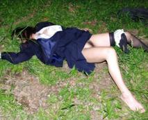 【本物レイプ】これ大丈夫・・・!?ガチで強姦されてるっぽい画像見つけたんだけど。
