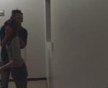 監視カメラに写ったJSを強姦する衝撃映像がまさかのネットに流出・・・