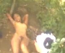 【無修正 本物】初潮も来てない様な少女を密林に連れ込んで犯す鬼畜の所業…※閲覧注意