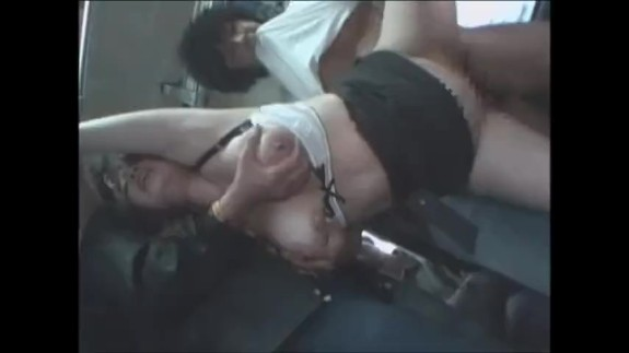 満員バス内で巨乳OLを集団凌辱!口とマンコをめった刺しに犯され精神崩壊…レイプ動画