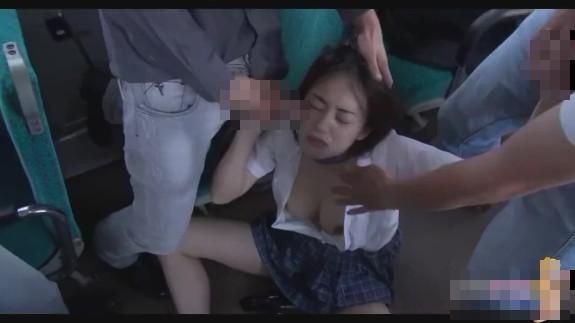 【無修正】貧困地区のバスに一人で乗った無知なJKが鬼畜集団に凌辱される輪姦映像…レイプ動画