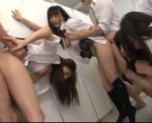 女子校生3人を便所に連れ込んで輪姦凌辱!未熟なマンコを複数のチンポで犯し連続中出し…レイプ動画