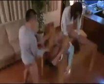 白昼堂々の犯行!自宅に無理矢理上がり込んできたDQN2人に輪姦陵辱される人妻…レイプ動画
