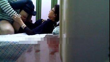 【ガチレイプ動画】中学生に見える少女を無理やり強姦して処女を奪う鬼畜野郎の犯行…