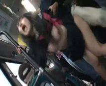 西成を走るバス車内で生足さらす無知なJKが痴漢男に強姦陵辱される一部始終…レイプ動画