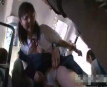 通学バス内で凶悪強姦魔に襲われた中〇生少女!激しい手マンで潮吹かされて痙攣…レイプ動画