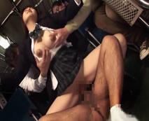 【無修正】治安の悪い西成のバスに乗った女子校生が浮浪者風の複数の男たちに輪姦陵辱…レイプ動画