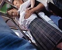 バス内で強姦!痴漢魔が爆乳女子校生を標的にし困り顔で抵抗するもイラマチオさせ…レイプ動画