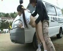 マラソン大会の道中で痴漢に強姦される女子校生!車の影でブルマ脱がされ生肉棒で滅茶苦茶に陵辱…レイプ動画
