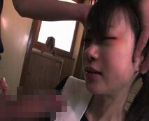 【無修正】母親の愛人に陵辱される中〇生少女!無毛マンをいたぶられ強要フェラ…レイプ動画
