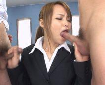 【無修正】可愛いOLが命令されて手コキやフェラパイズリでご奉仕させられる!