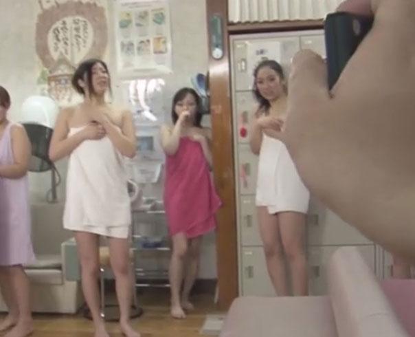 【無修正】おっさんが女湯で時間停止!すけべ顔で女性たちを犯しまくり!